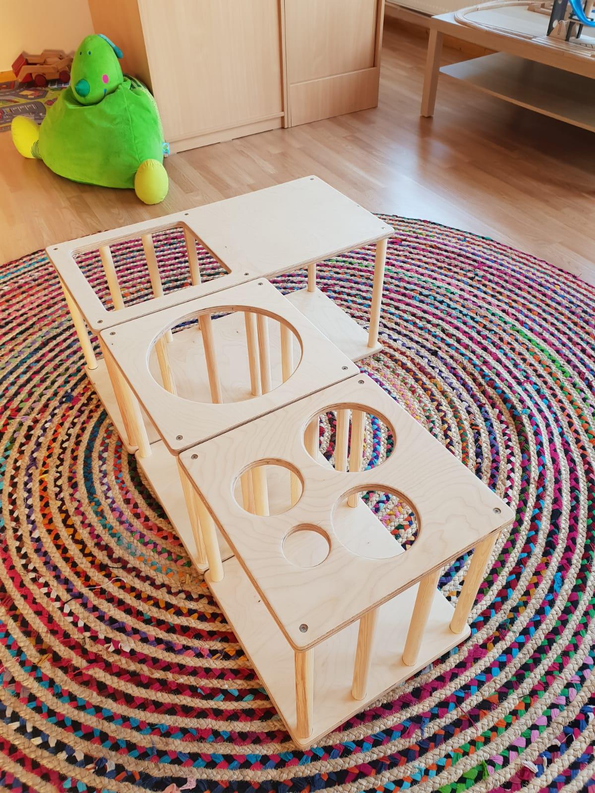 Bild von einem Pikler-Labyrinth aus Holz